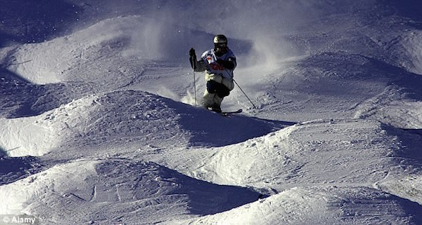 The Good Ride Snowboard >> How to Ski on Moguls - 5 Tips for better Mogul Skiing!